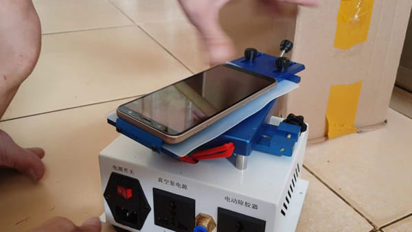 tách kính trên màn hình điện thoại