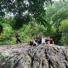 Thầy trò nhà Di Động Toàn Cầu tổ chức trèo đèo, lội suối nướng gà