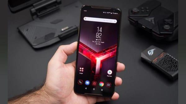 ROG Phone 3 chia sẻ ngôn ngữ thiết kế tương tự như hai mẫu smartphone tiền nhiệm là ROG 1 và ROG 2