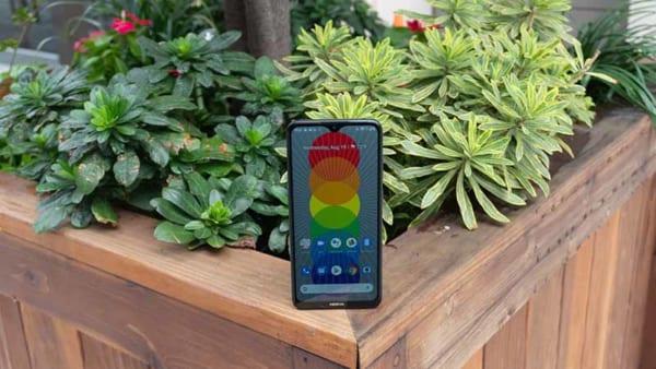 Nokia 5.3 là một chiếc smartphone đẹp mắt duy trì ngôn ngữ thiết kế độc đáo của Nokia