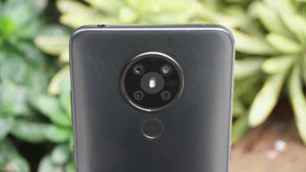 Nokia 5.3 có 4 ống kính bao gồm: ống kính chính 13MP, ống kính siêu rộng 5MP, cảm biến macro 2MP