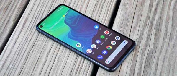 Google Pixel 4A sở hữu màn hình đục lỗ được thiết kế theo xu hướng thiết kế mới mẻ nhất hiện nay
