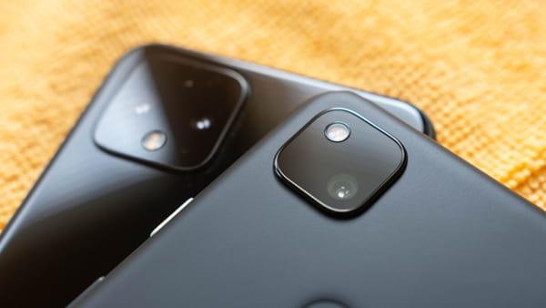 Google Pixel 4A sở hữu chỉ có cụm 1 camera gồm cảm biến và đèn flash đơn vuông với độ phân giải 12.2MP