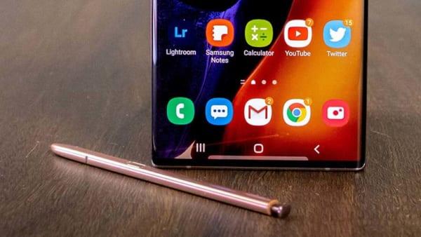 Samsung Galaxy Z Fold 3 là thế hệ tiền nhiệm mới nhất của 2 dòng Fold 1 và Fold 2